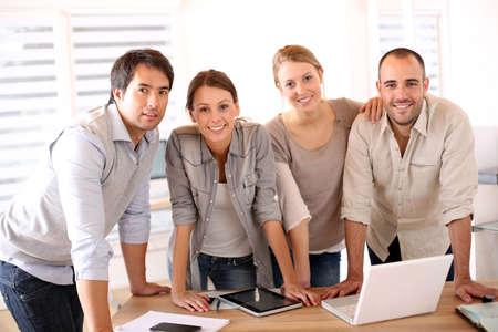 Succesvolle business team in kantoor Stockfoto