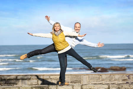 wellness woman: Senior couple enjoying freedom