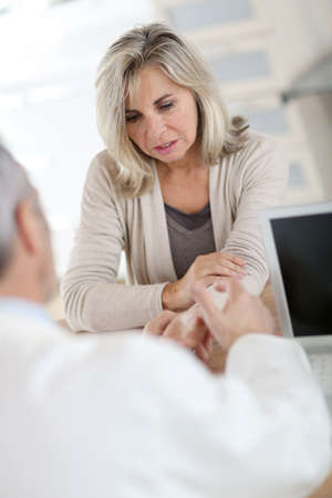 medicalcare: Patient consulting doctor for wrist pain Stock Photo