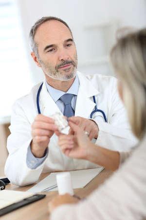 arthritis pain: Doctor giving medicine to senior woman for arthritis pain