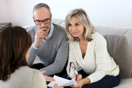 financial guidance: Senior couple meeting financial adviser for investment Stock Photo