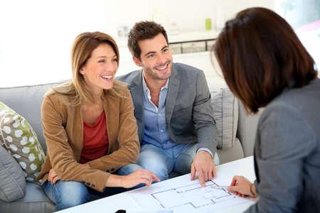 住宅建設のためのカップルの会議建築家