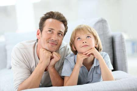 パパと息子の夢を持っての肖像画 写真素材