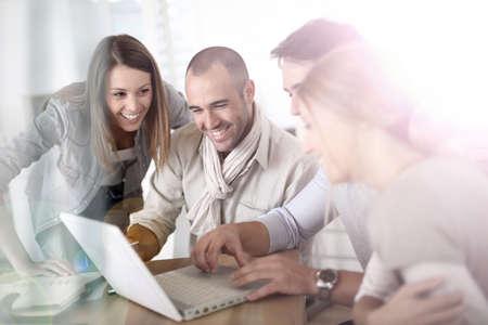 비즈니스 회의에서 젊은 사람들의 그룹 스톡 콘텐츠