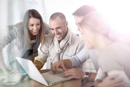 Groupe de jeunes gens dans une réunion d'affaires Banque d'images - 29480606