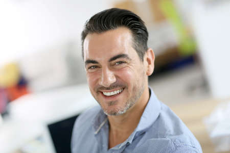 officeworker: Portrait of cheerful businessman in office