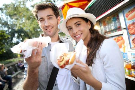 comiendo: Los turistas en la ciudad de Nueva York de comer perros calientes