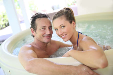wife of bath: Romantic couple relaxing in hot tub