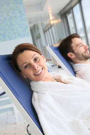 thalasso: Couple relaxing in spa center longchairs