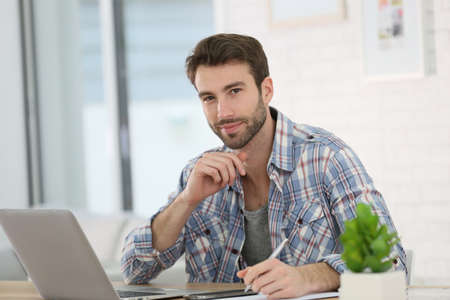 websurfing: Man working from home with laptop