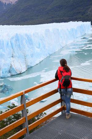 perito moreno: Tourist standing on footbridge in front of Perito Moreno Glacier Stock Photo