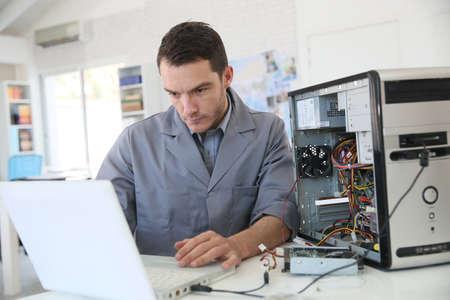 Technician fixing computer hardware Banque d'images