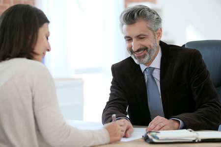 abogado: Fiscal cliente para reuniones en la oficina de la firma