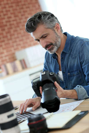 Photo reporter working in office photo