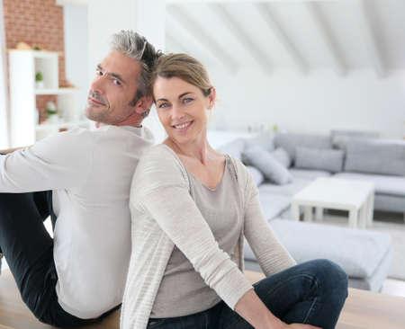 pareja casa: Recientemente se mud� junto pareja en casa nueva