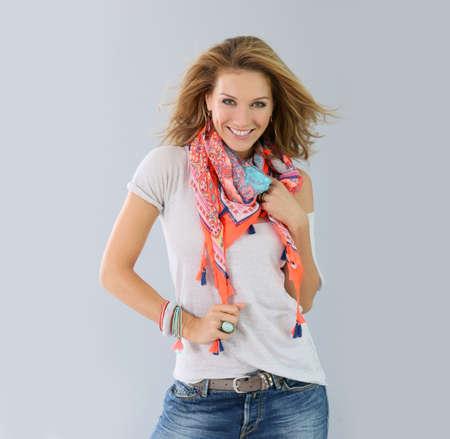 Hermosa modelo de mujer de moda, temporada de primavera Foto de archivo - 44870363