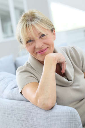 kanapa: Portrait of senior woman relaxing in couch