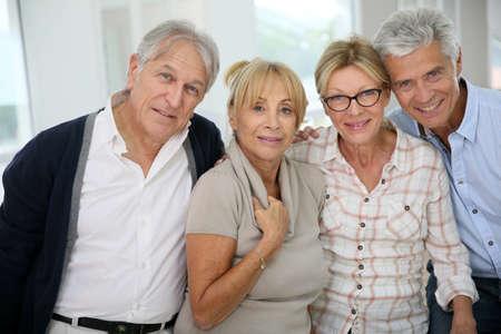 Groep gelukkige actieve senior mensen