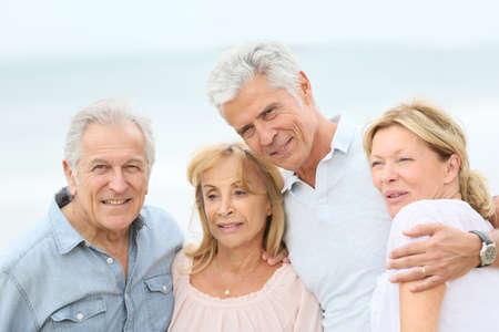 persona de la tercera edad: Group of senior people at the beach