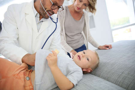 medicalcare: Baby boy at the doctors office
