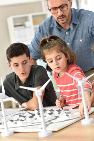 renewable energy: Elementary school pupils learning about renewable energy Stock Photo