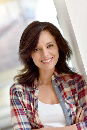 Portret średnim wieku kobiety brunetka