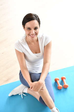 upper floor: Portrait of mature woman sitting in fitness gym Stock Photo