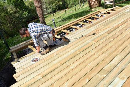 convés: edifício Carpenter deck de madeira