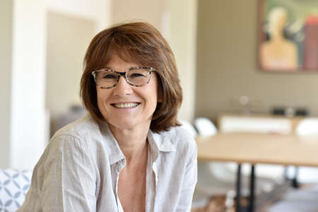 sonriente: Retrato de mujer senior sonriente