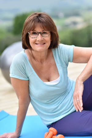 exercices: Senior woman doing relaxation exercises outside