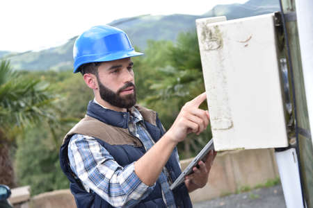 fitter: Electricity fitter working wiriness