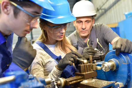 Young people in metallurgy training Banque d'images