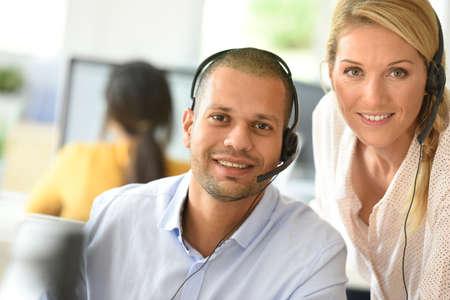 Teleoperador en el cargo con el gerente