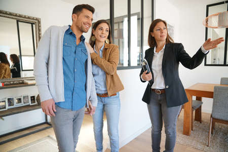 Couple with real-estate agent visiting house for sale Stockfoto