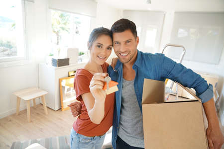 cardbox: Happy couple showing keys of new home Stock Photo