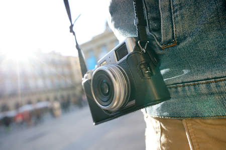 persona viajando: Primer de la cámara de fotos estilo de la vendimia