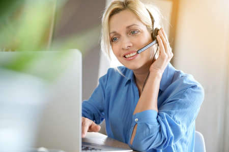homeoffice: Sales representative woman working from home-office