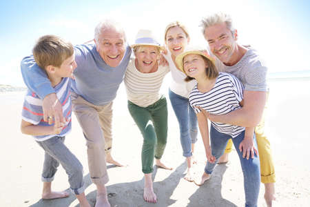 世代間の幸せな家族の肖像画 写真素材