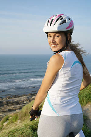 Smiling woman on bike ride with helmet on Banque d'images