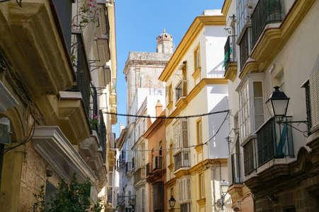 カディスの歴史的中心部の典型的な通り, スペイン 写真素材