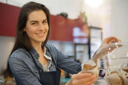Waitress serving pastries at coffee shop Standard-Bild