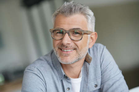 Middle-aged guy with trendy eyeglasses Imagens