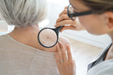 Senior woman getting skin checked by dermatologist Stockfoto