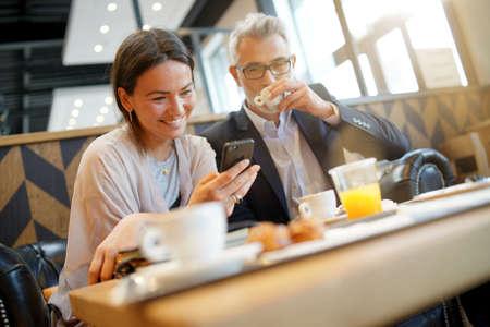 Informal breakfast meeting between salesman and manager Imagens
