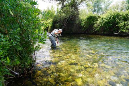 fly fisherman in the river Foto de archivo - 124676459