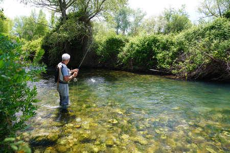 fly fisherman in the river Foto de archivo - 124677948