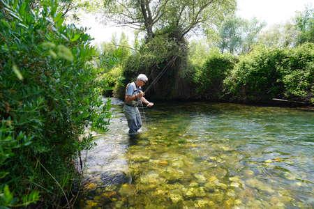 fly fisherman in the river Foto de archivo - 124704679