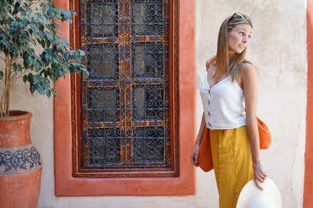Stylish woman walking through moroccan riad Stockfoto
