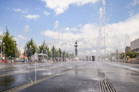 MOSCOW, RUSSIA, JULY 18, 2015: A huge playground on the Crimean embankment. Museum Park. City fountains with water sources under the warm sun. The city wakes up early in the morning 에디토리얼