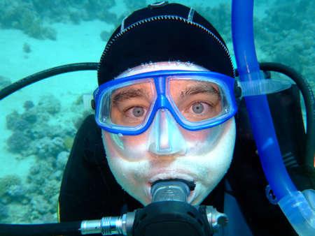 unexpectedness: Buceo en profundidad con los ojos asustados